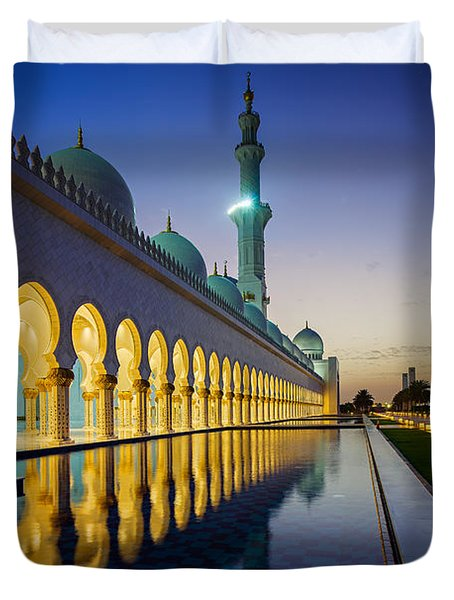 Sheikh Zayed Grand Mosque Duvet Cover by Ian Good