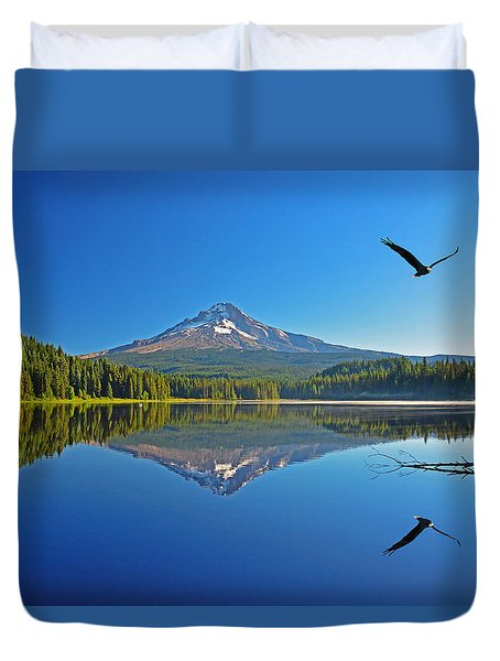 Duvet Cover featuring the photograph Soaring Bald Eagle by Jack Moskovita