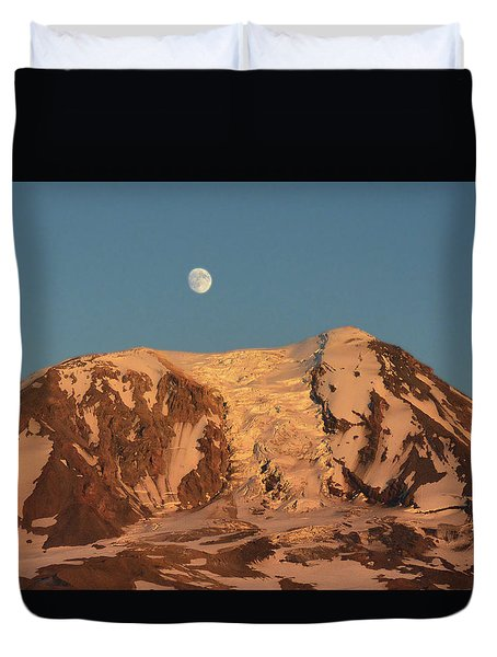 Sunset And Moonrise At Mt Adams Duvet Cover