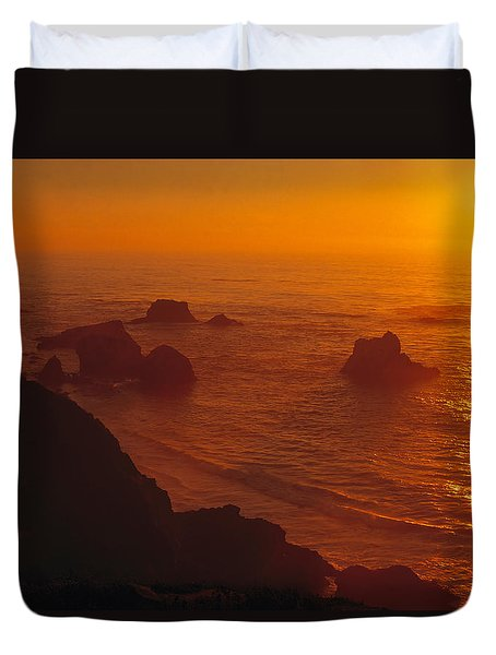 Sunset Over The Pacific Ocean Duvet Cover by Utah Images