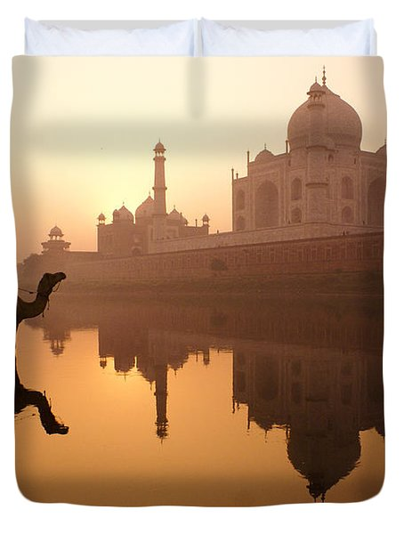 Taj Mahal At Sunrise Duvet Cover