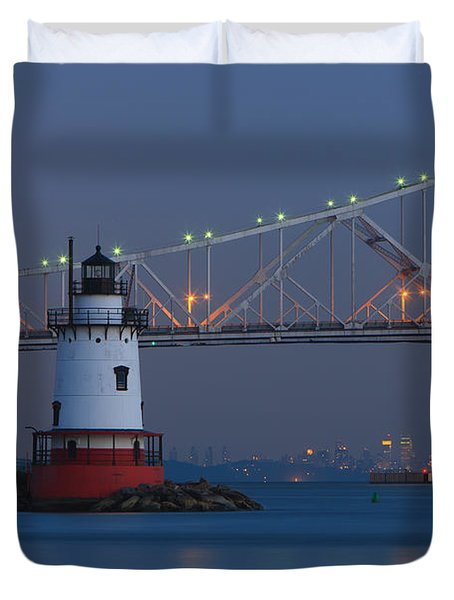 Tarrytown Lighthouse And Tappan Zee Bridge At Twilight Duvet Cover by Clarence Holmes
