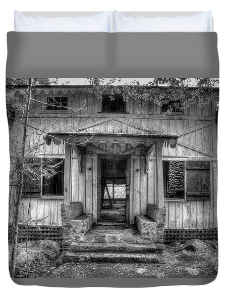 Duvet Cover featuring the photograph This Old House by Mike Eingle