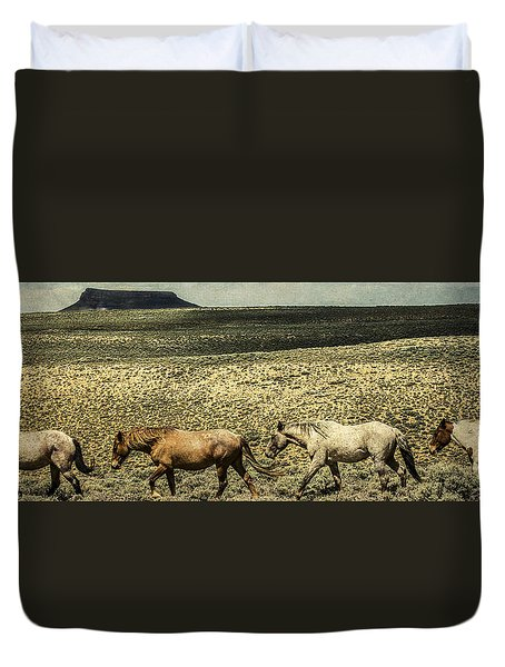 Walking The Line At Pilot Butte Duvet Cover