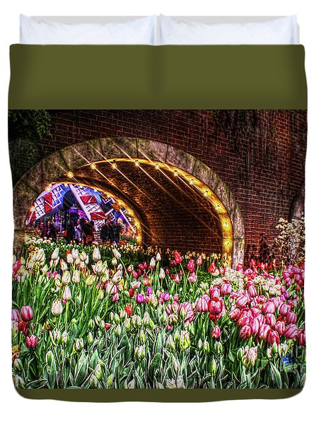 Welcoming Tulips Duvet Cover by Sandy Moulder