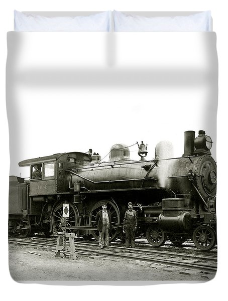 1905 Rail Engineers And Engine 1134 Duvet Cover by Historic Image