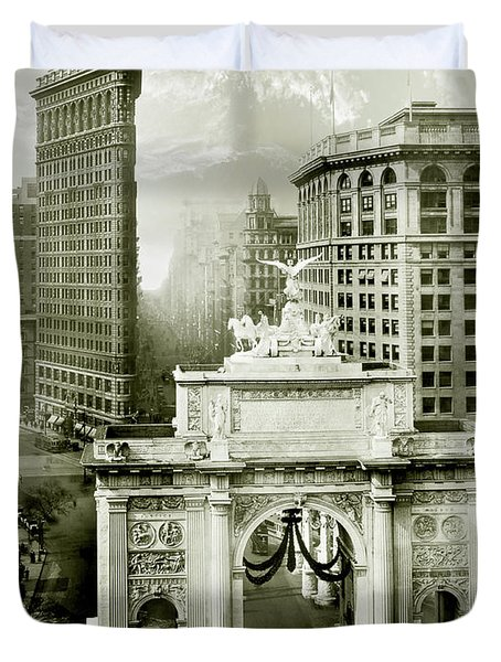 1919 Flatiron Building With The Victory Arch Duvet Cover