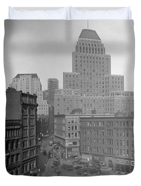Duvet Cover featuring the photograph 1929 Summer Street In Dock Square Boston by Historic Image
