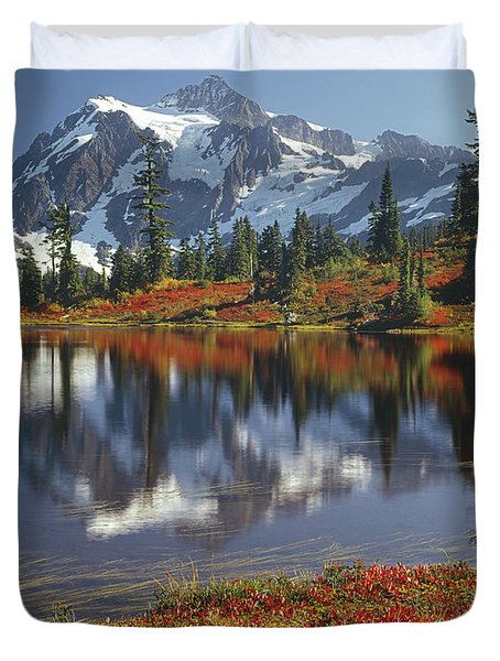 1m4208 Mt. Shuksan And Picture Lake Duvet Cover