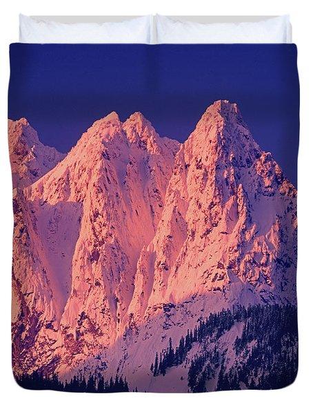 1m4503-a Three Peaks Of Mt. Index At Sunrise Duvet Cover