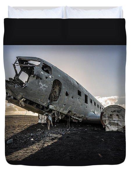 Crashed Dc-3 Duvet Cover
