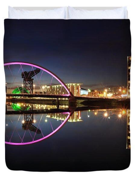 Glasgow Clyde Arc Bridge At Twilight Duvet Cover