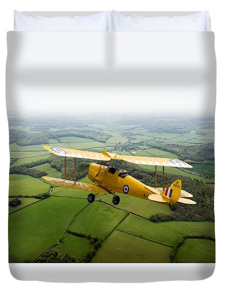 Duvet Cover featuring the photograph Going Solo by Gary Eason