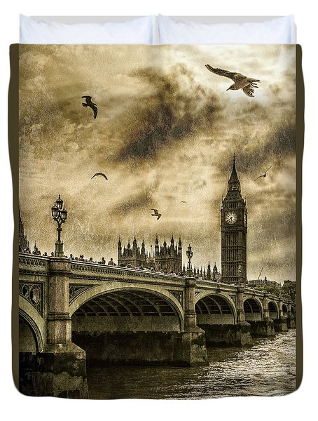 Duvet Cover featuring the photograph London by Jaroslaw Grudzinski