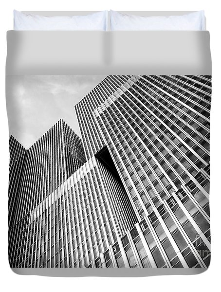 Low Angle View Of A Huge Skyscraper Duvet Cover