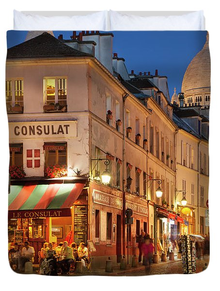 Duvet Cover featuring the photograph Montmartre Twilight by Brian Jannsen