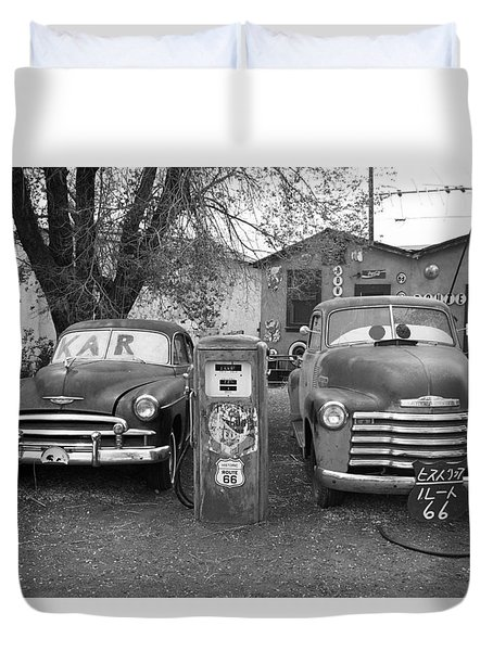 Route 66 - Snow Cap Drive-in Duvet Cover by Frank Romeo