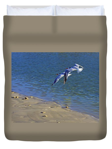 2 Terns In Flight Duvet Cover