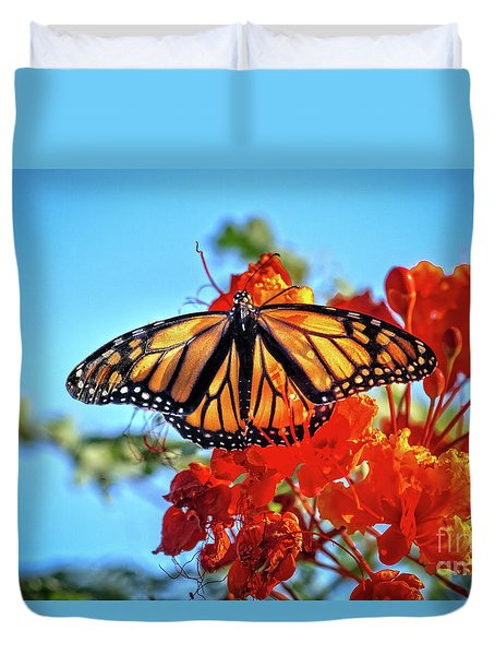 Duvet Cover featuring the photograph The Resting Monarch by Robert Bales