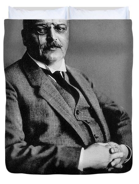 Alois Alzheimer, German Neuropathologist Duvet Cover