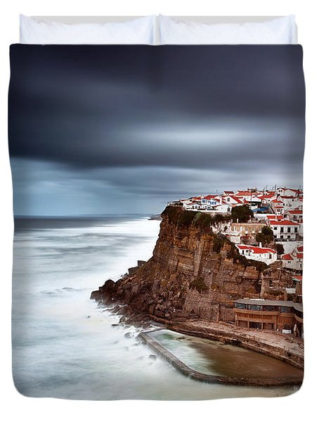 Duvet Cover featuring the photograph Upcoming Storm by Jorge Maia