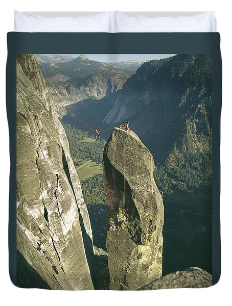 306540 Climbers On Lost Arrow 1967 Duvet Cover