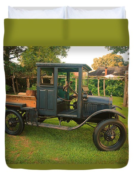Antique Car Duvet Cover by Ronald Olivier