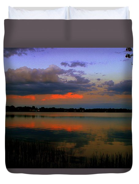 Red Sky Over Quanapowitt Duvet Cover