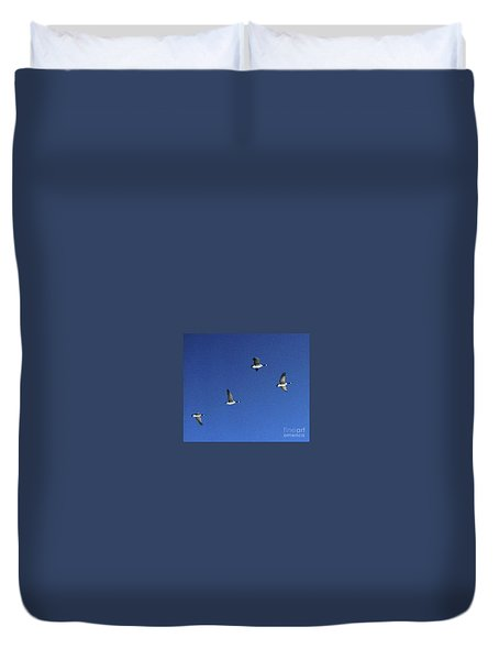 4 Geese In Flight Duvet Cover