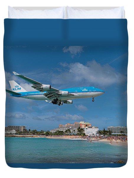 K L M Landing At St. Maarten Duvet Cover