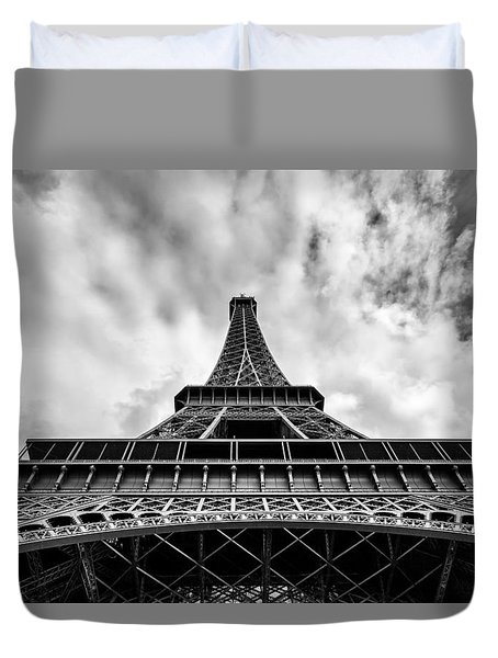 Duvet Cover featuring the photograph Paris by Hayato Matsumoto