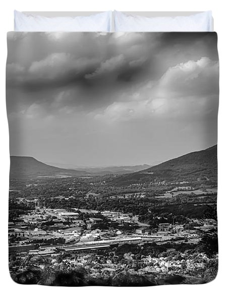 Roanoke City As Seen From Mill Mountain Star At Dusk In Virginia Duvet Cover