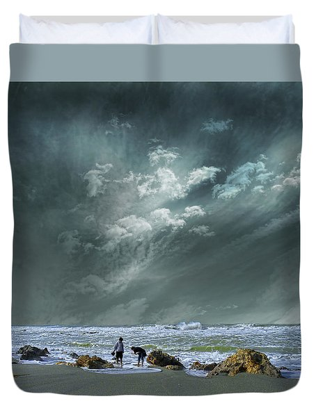 Duvet Cover featuring the photograph 4399 by Peter Holme III