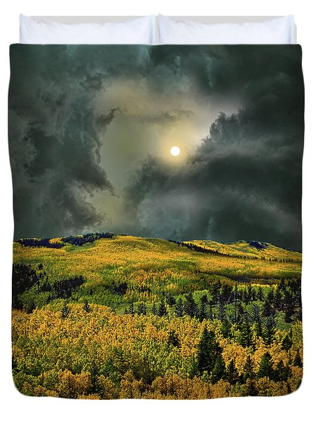 Duvet Cover featuring the photograph 4498 by Peter Holme III