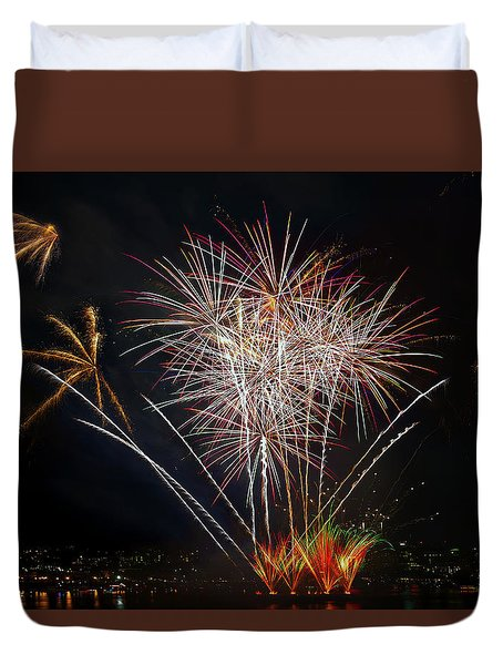 4th Of July Fireworks Display From The Barge Portland Oregon Duvet Cover by David Gn