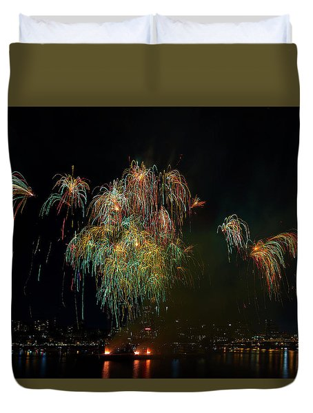 4th Of July Fireworks From The Barge Portland Oregon Duvet Cover by David Gn