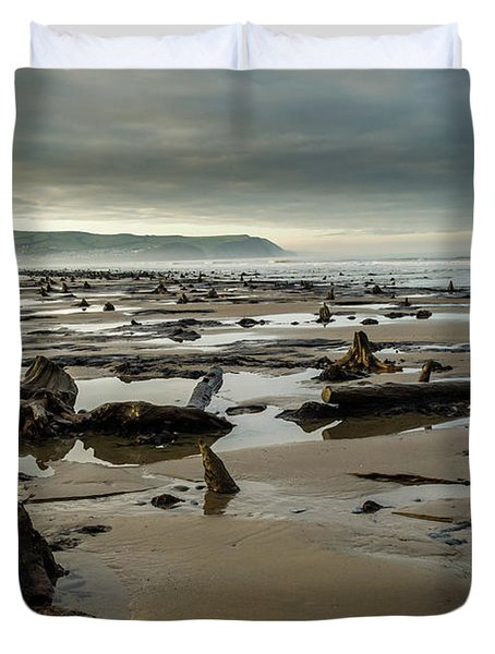 Bronze Age Sunken Forest At Borth On The West Wales Coast Uk Duvet Cover