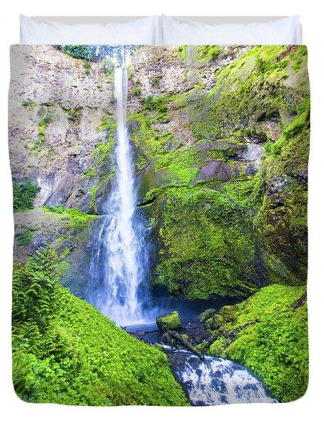 Duvet Cover featuring the photograph Multnomah Falls by Jonny D