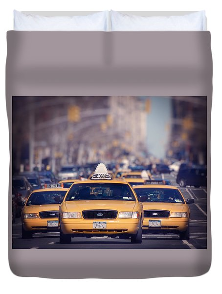 Duvet Cover featuring the photograph 5th Avenue Cabs by Ray Devlin