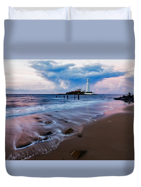 Duvet Cover featuring the photograph Saint Mary's Lighthouse At Whitley Bay by Ian Middleton