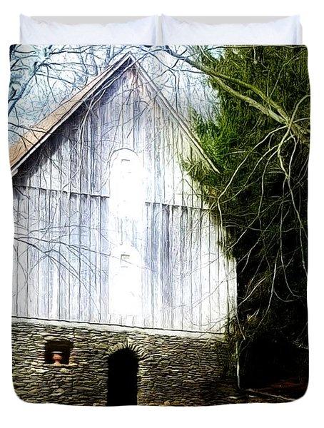 A Hidden Barn In West Chester, Pa Duvet Cover