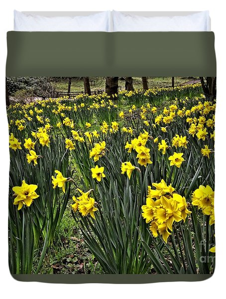 A Host Of Golden Daffodils Duvet Cover