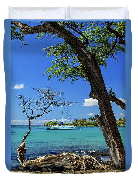 A Sailboat In Anaehoomalu Bay Duvet Cover by James Eddy