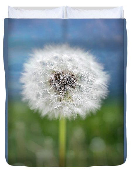 A Single Dandelion Seed Pod Duvet Cover