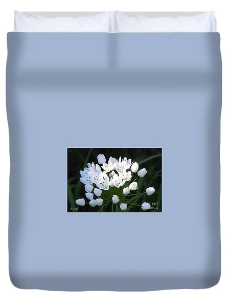 Duvet Cover featuring the photograph A Spray Of Wild Onions by Felipe Adan Lerma