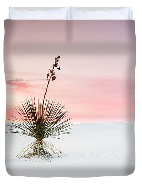 A White Sands Yucca Under Dreamy Sky - New Mexico Duvet Cover