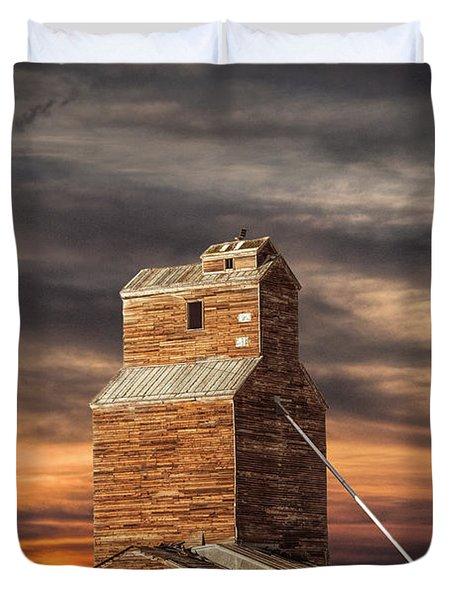 Abandoned Grain Elevator On The Prairie Duvet Cover