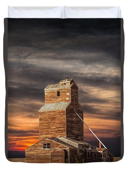 Abandoned Grain Elevator On The Prairie Duvet Cover