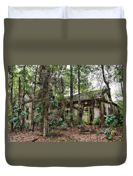 Abandoned House In Alabama Duvet Cover by Lynn Jordan