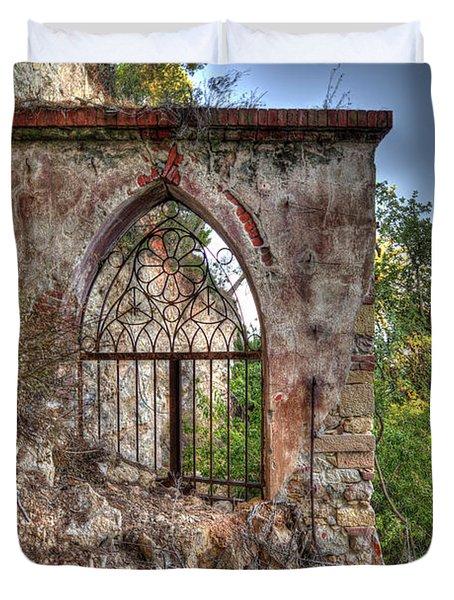 Abandoned Places Iron Gate Over The Sea - Cancellata Sul Mare Duvet Cover